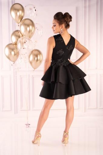 Czarna sukienka rozkloszowana na wesele