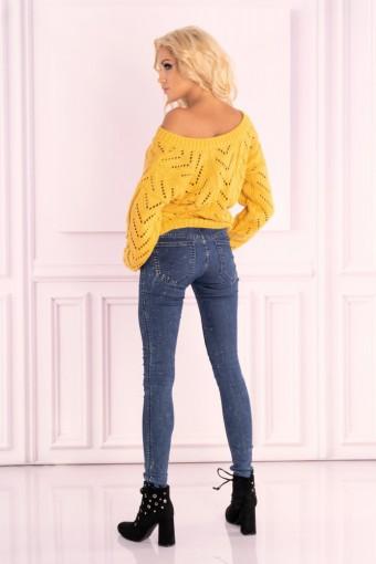 Żółty sweter ażurowy