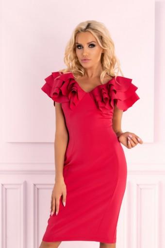 Malinowa sukienka z falbankami na ramionach