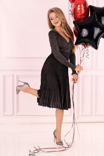 Czarna sukienka plisowana midi