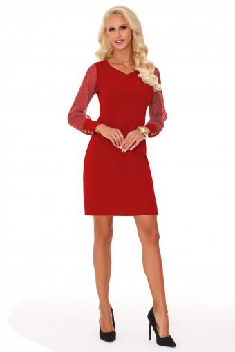 Czerwona sukienka z tiulowymi rękawami