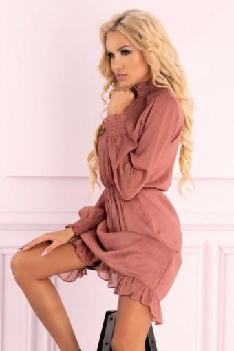 Różowa sukienka z tiulowymi rękawami