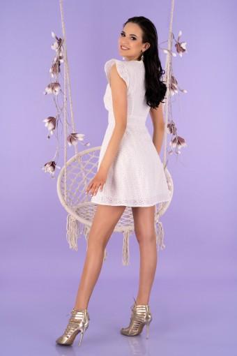 Biała sukienka ażurowa