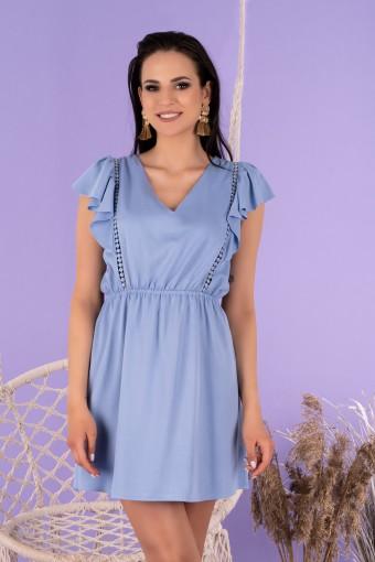 Niebieska sukienka mini z falbanką na ramionach