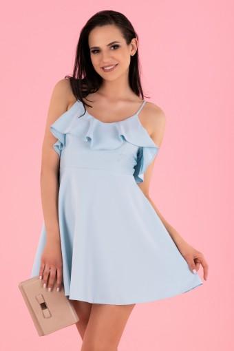 Niebieska sukienka na cienkich ramiączkach