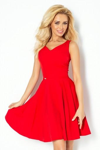 Czerwona sukienka na ramiączkach rozkloszowana