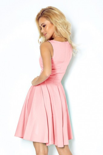 Różowa sukienka na ramiączkach rozkloszowana
