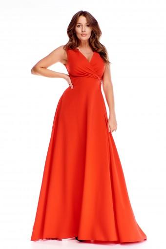 Czerwona sukienka maxi rozkloszowana