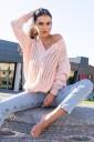 Ażurowy sweter różowy