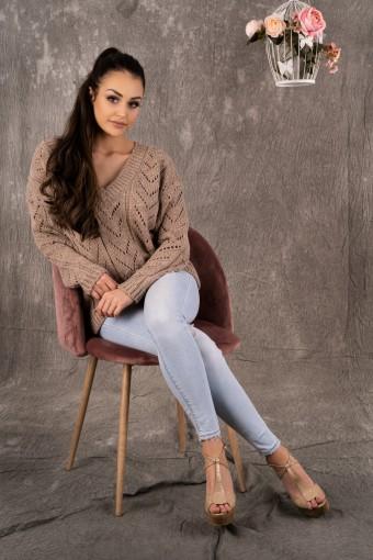 Brązowy sweter ażurowy