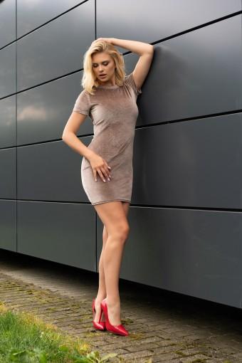 Dopasowana sukienka mini beżowa