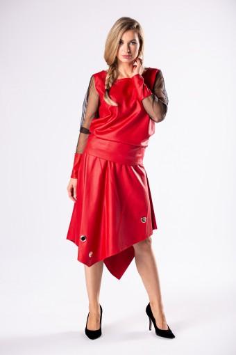 Czerwona bluzka z asymetryczną spódnicą