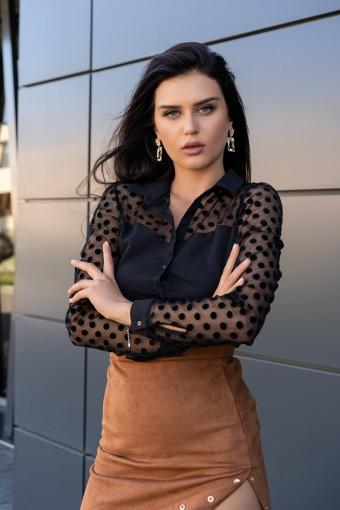 Czarna bluzka z prześwitującymi rękawami