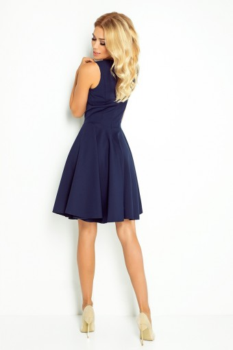 Granatowa sukienka na grubych ramiączkach