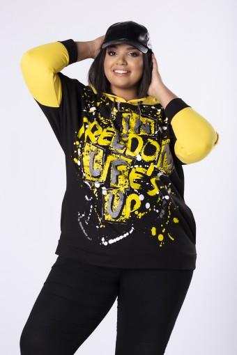 Bluza z kapturem i żółtym nadrukiem na przodzie