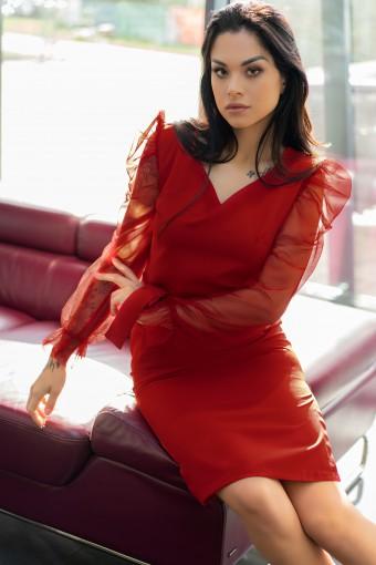 Sukienka z tiulowymi rękawami
