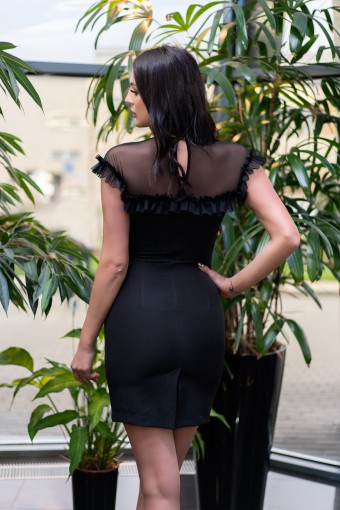 Czarna sukienka dopasowana