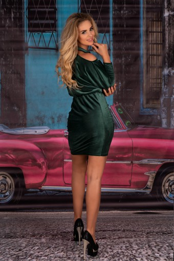 Zielona sukienka z marszczeniami