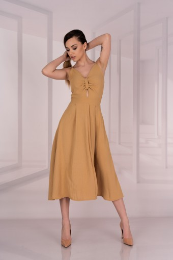 Brązowa sukienka midi na ramiączkach