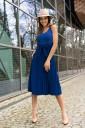 Niebieska sukienka midi rozkloszowana