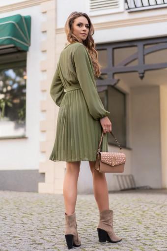 Zielona sukienka z plisowanym dołem