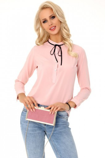 Różowa bluzka ze stójką