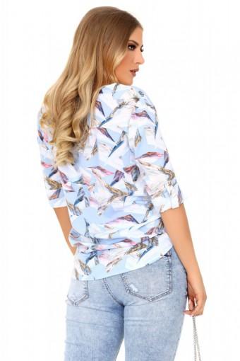 Błękitna bluzka ze stójką