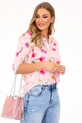 Różowa bluzka w kwiaty