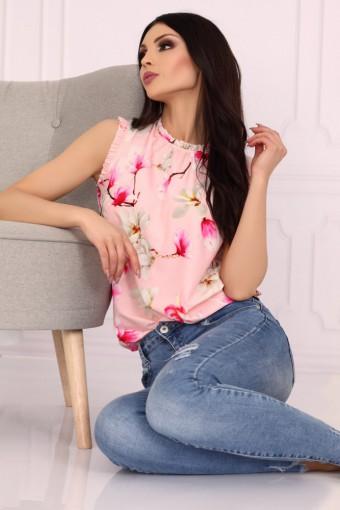 Różowa bluzka ze stójką bez rękawów w kwiaty