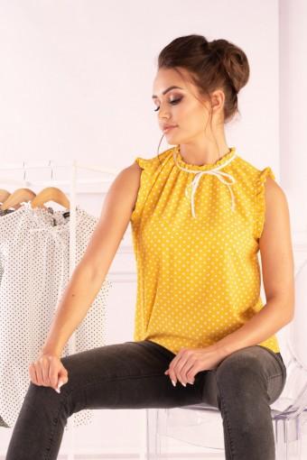 Żółta bluzka ze stójką bez rękawów w białe kropki