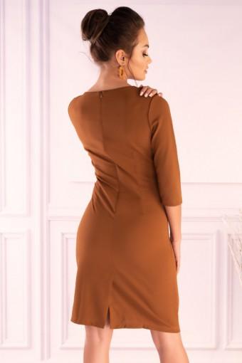 Brązowa sukienka dopasowana
