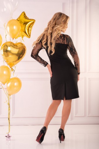 Czarna sukienka z koronkowymi rękawami