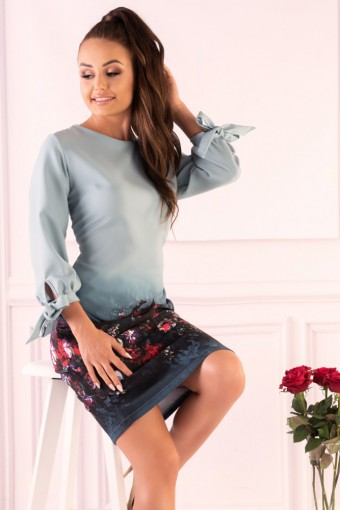 Elegancka sukienka z wiązaniami na rękawach