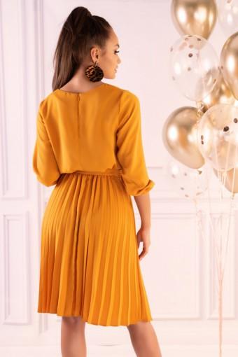 Żółta sukienka z plisowanym dołem