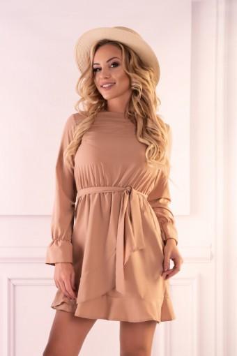 Karmelowa sukienka wiązana w pasie