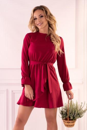 Bordowa sukienka wiązana w pasie