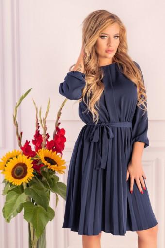Granatowa sukienka z plisowanym dołem
