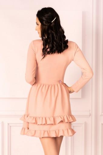 Pudrowa sukienka mini z falbankami