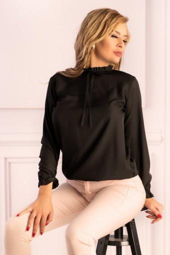 Czarna bluzka z długim rękawem i stójką